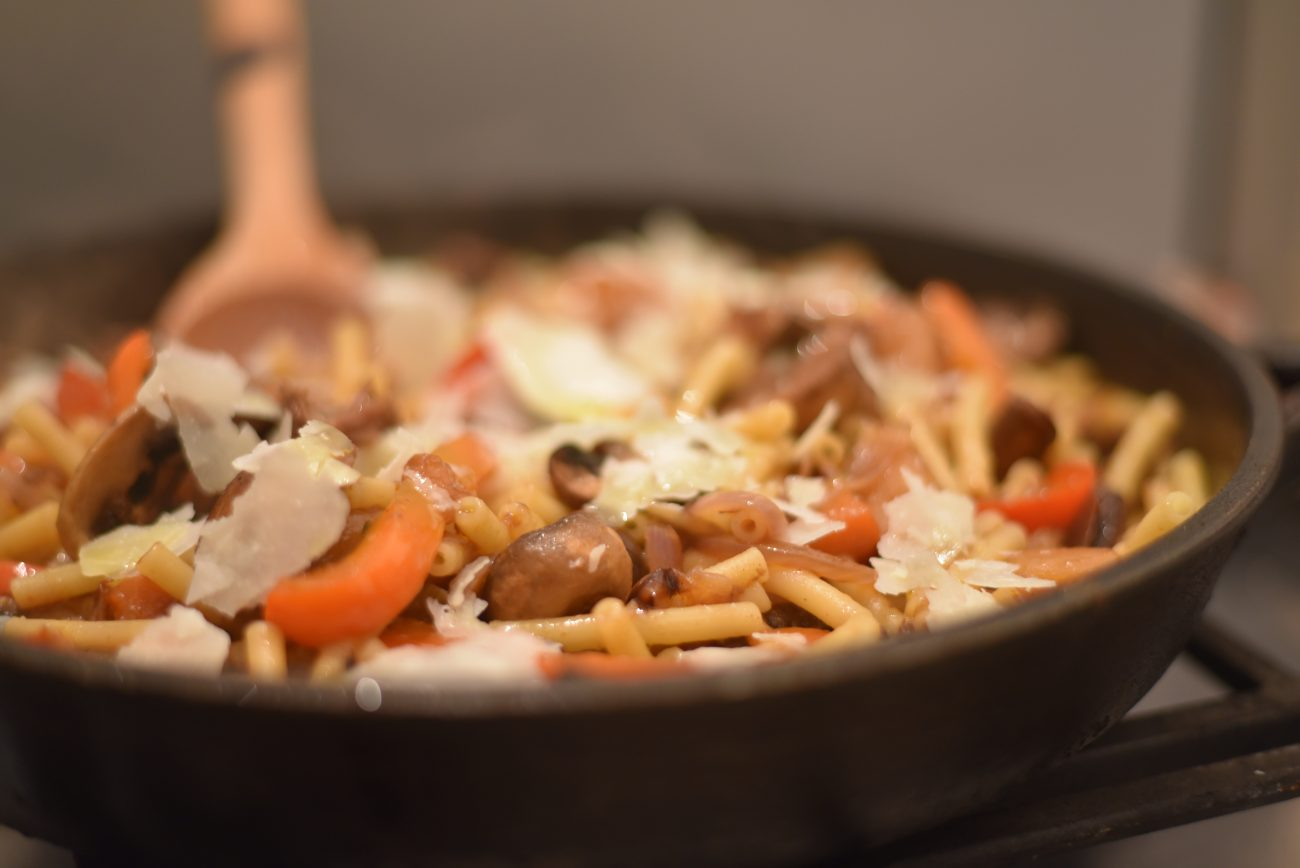 One-Pan Goulash pasta with peppers and mushrooms